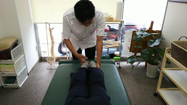 昭和町カイロプラクティック院の施術前の足の長さ検査