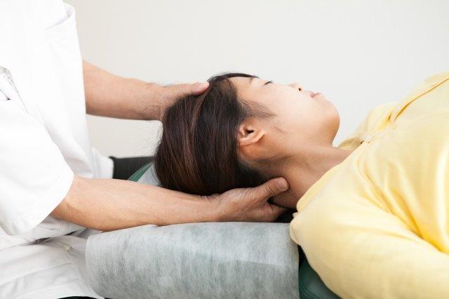 首の調整・首のゆがみをソフトに矯正