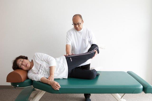 昭和町カイロプラクティック院の股関節調整テクニック1