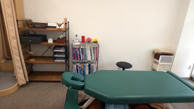 昭和町カイロプラクティック院の待合室